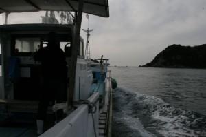 漁船で漁場へ!