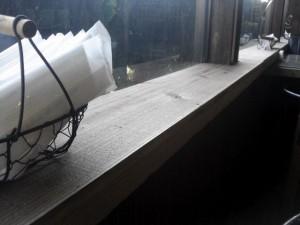 窓際にも足場板