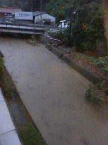 隣の川もかなり増水