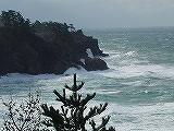 波の荒い日本海の海